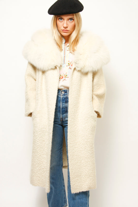 VINTAGE CREAM AND WHITE FUR COLLAR COAT