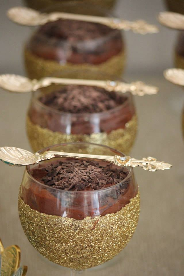 gold-glitter-blue-dessert-table-party-chocolate-mousse-glittered-glasses