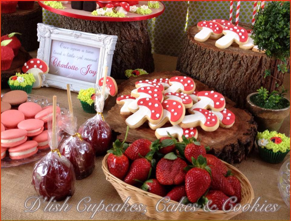 little-red-riding-hood-birthday-party-girls-party-dessert-table