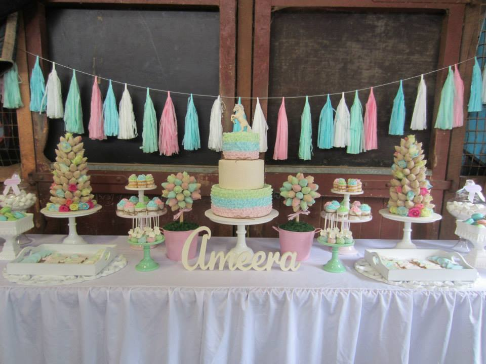 horse-riding-party-dessert-table