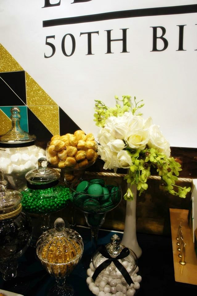 top-dessert-table-emerald-green-gold-geometrical-dessert-table-party