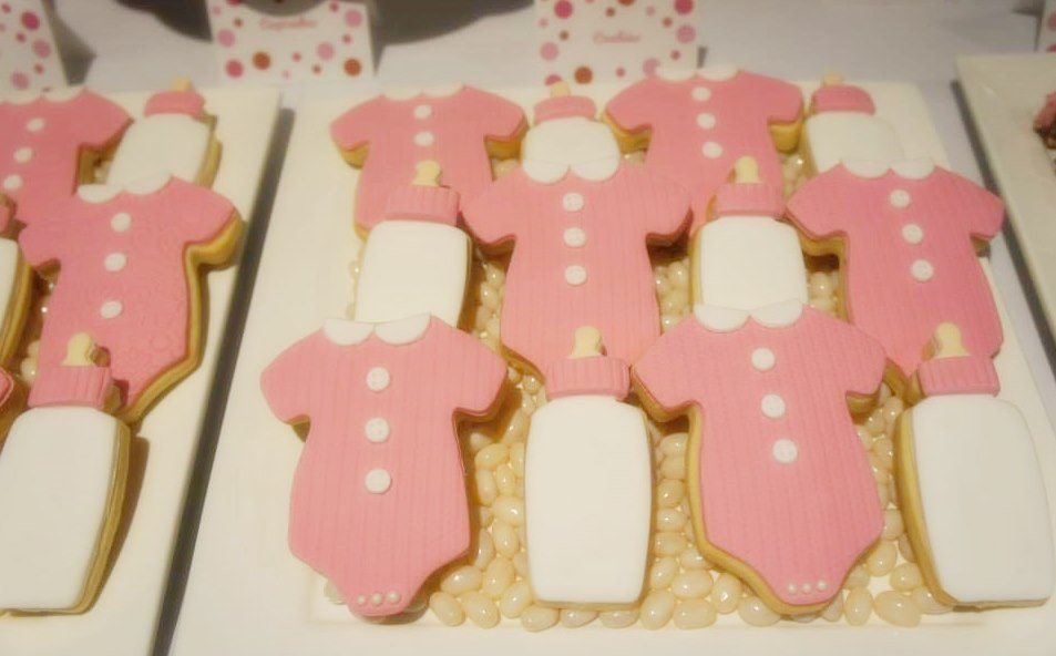 pink-and-brown-polka-dot-baby-shower-lolly-buffet-dessert-table