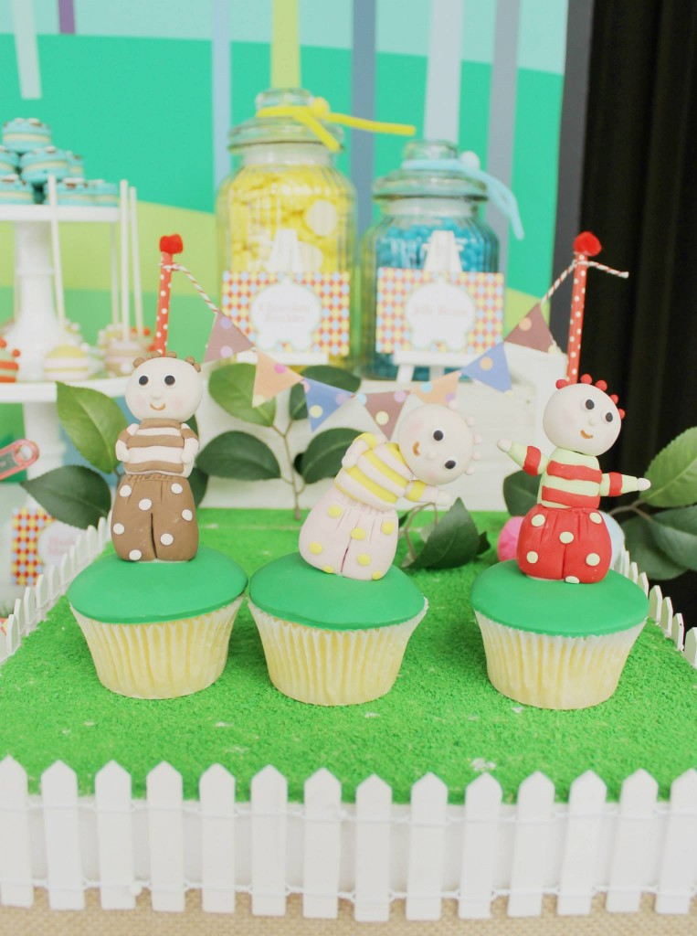 in-the-night-garden-party-dessert-table-cupcakes