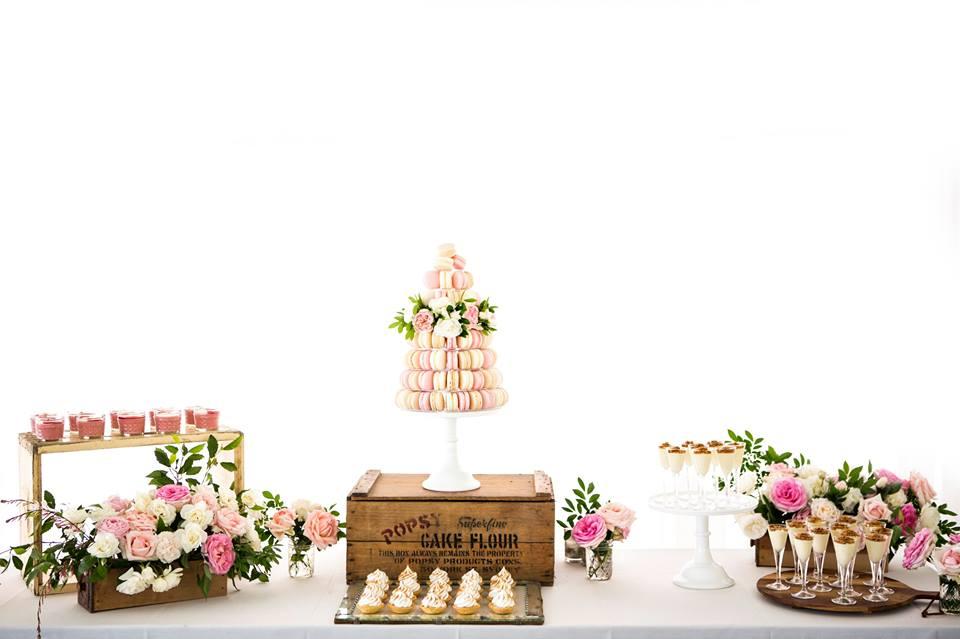 floral-rustic-wedding-dessert-table