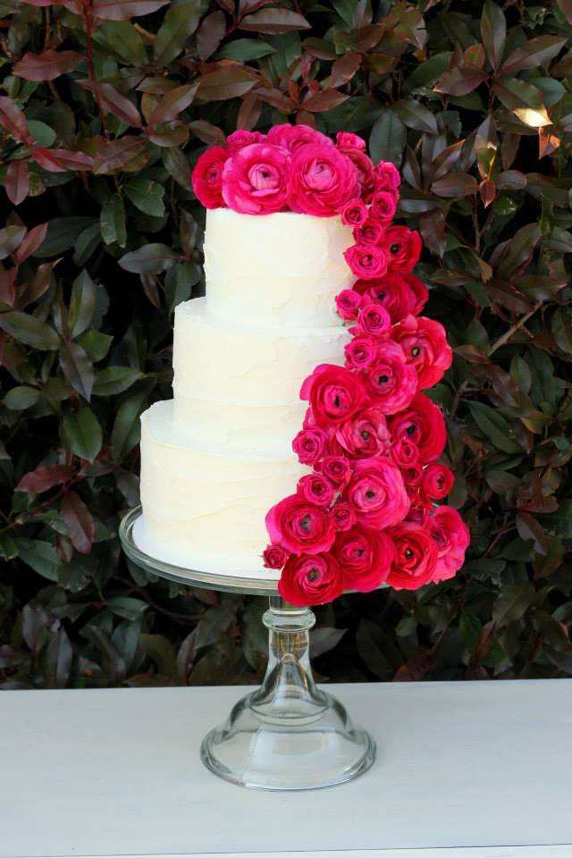 hot-pink-glitter-gold-wedding-dessert-buffet