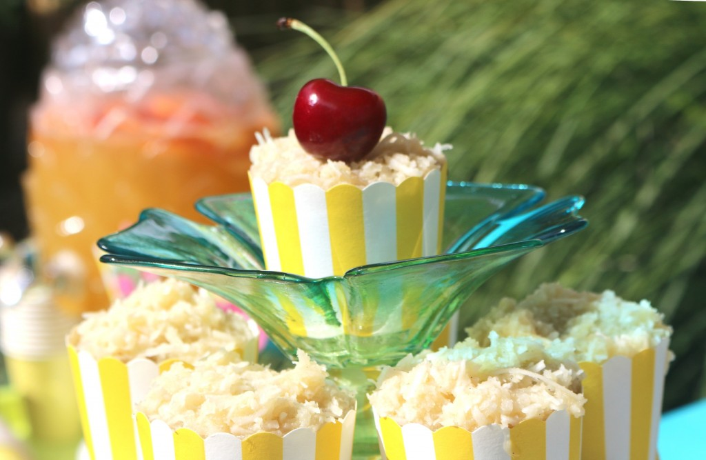 tropical-christmas-brunch-cupcakes