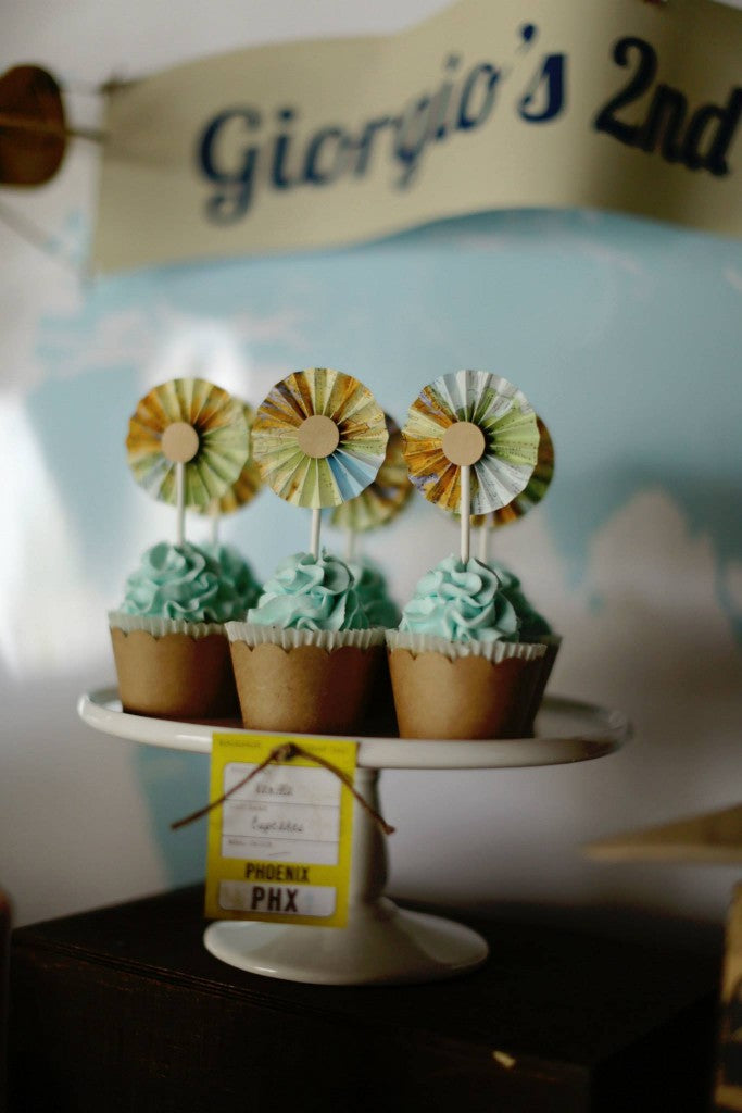 VINTAGE-PLANE-PARTY-CUPCAKES