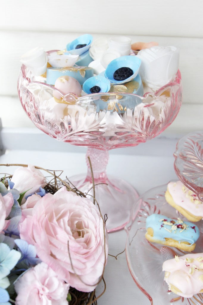 Pantone-LoveBirds-Valentine's-Day-Dessert-Table