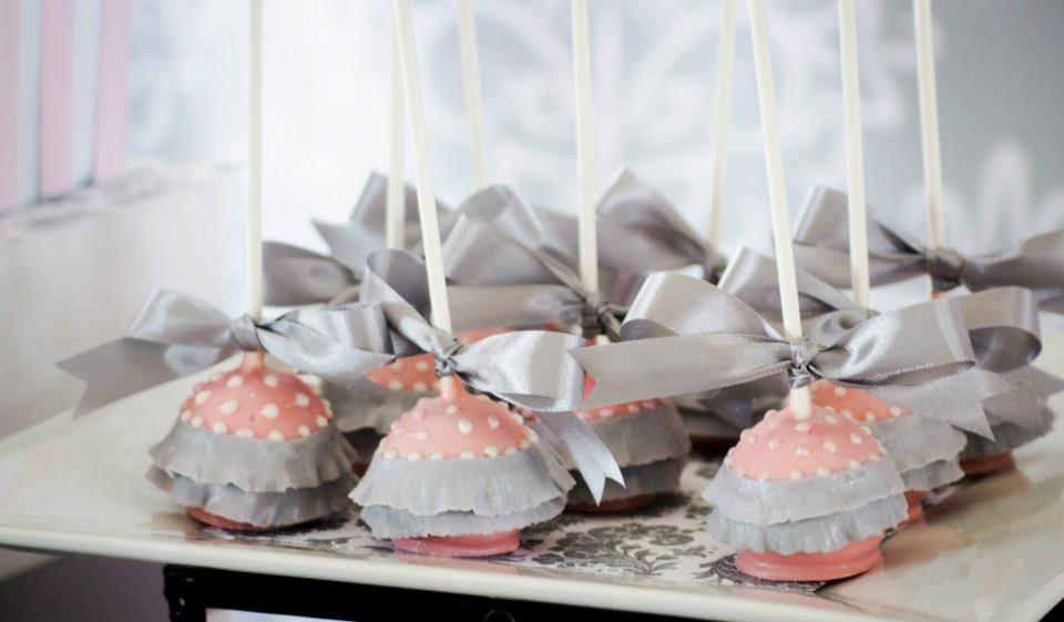 Pink-Grey-Dessert-table-babyshower-ballerina-cakepops