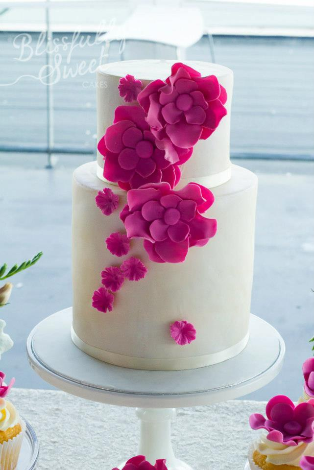 beautiful-white-double-tiered-cake-with-purple-flowers