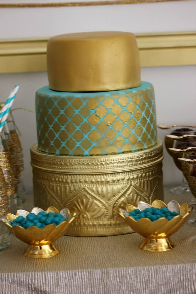 gold-glitter-blue-dessert-table-party-gold-geo-cake