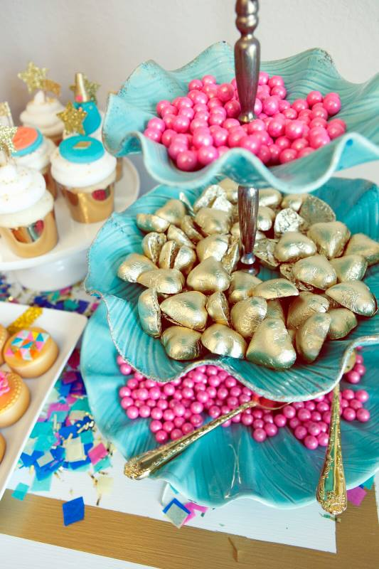 glitz-glamour-glitter-geometrical-spa-party-candy-table