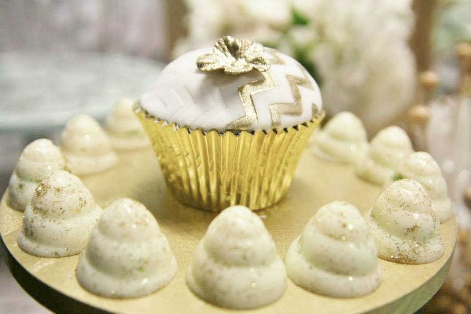 chevron-gold-cupcakes