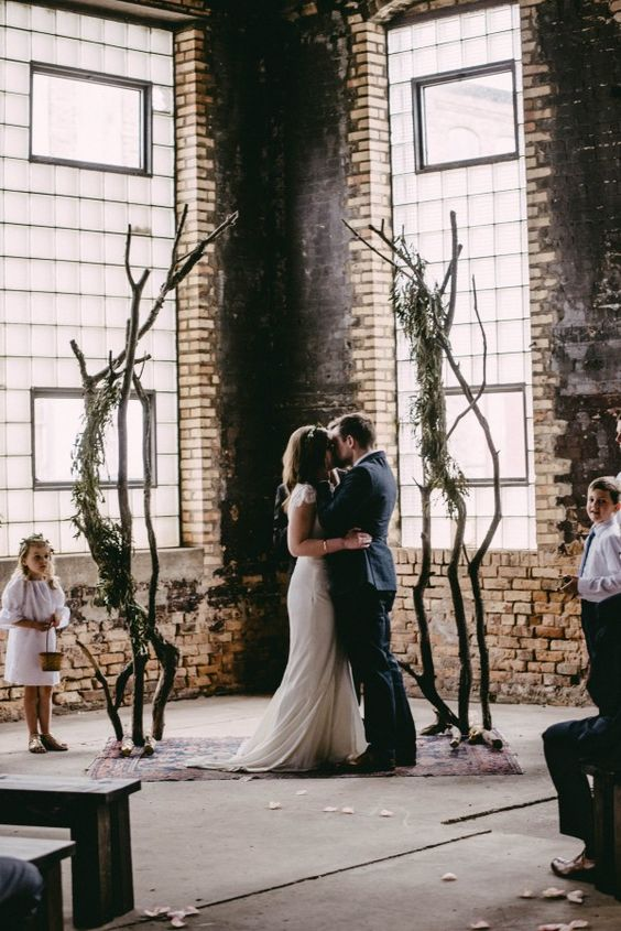 Cool-alternative-to-traditional-ceremony-arch