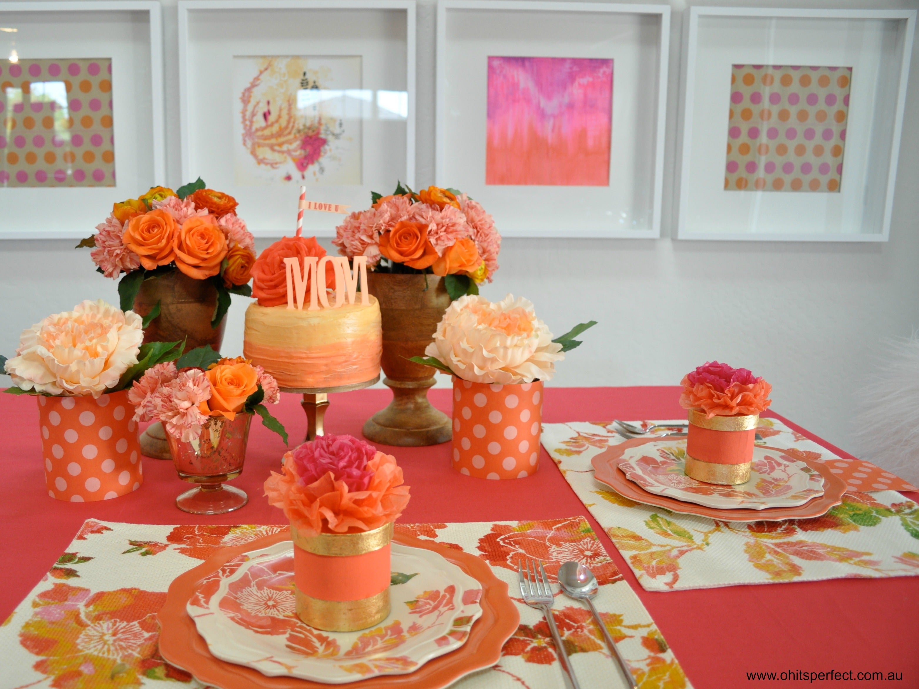 beautiful-table-setting-flowers-peach-cake