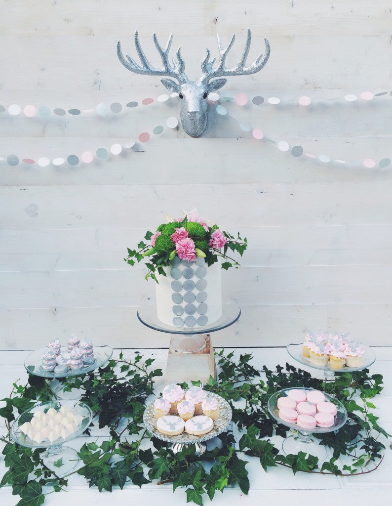 pastel-christmas-party-dessert-table