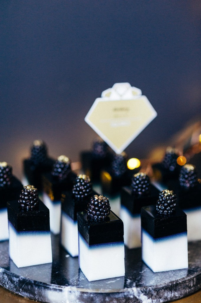 jelly-squares-black-gold-glitter-new-years-eve-party-shoot