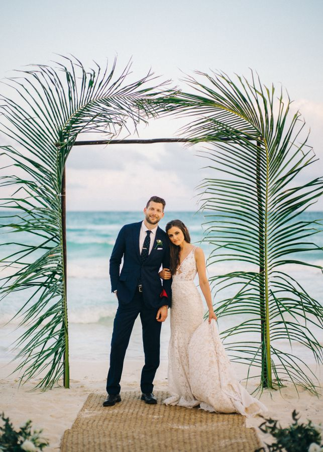 fc72367f4031cbebb5192e9d9fce841d--black-tie-beach-wedding-glam-beach-wedding