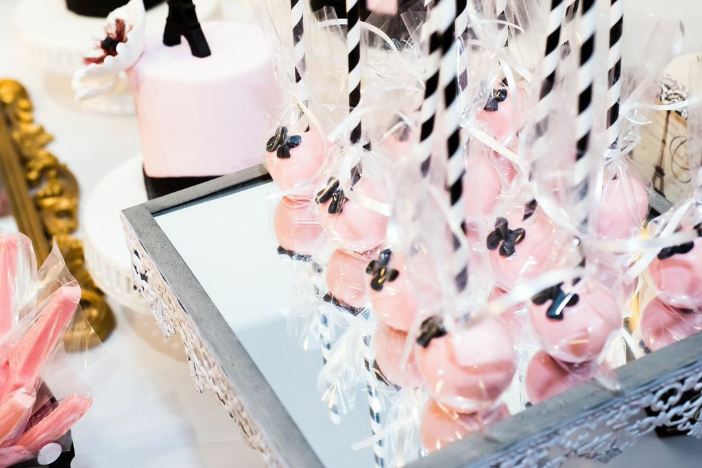 french-parisian-themed-party-cakepops
