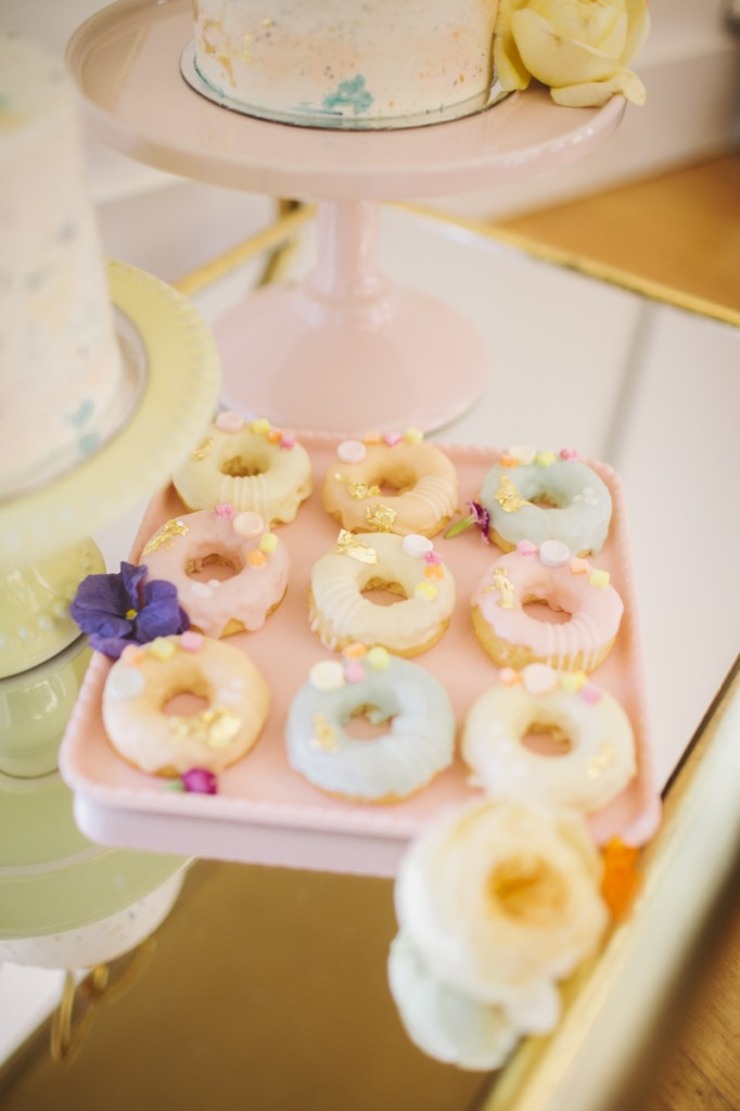 OhItsPerfect-mothersday-party-pastel-donuts