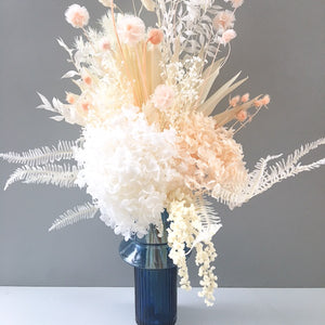 Load image into Gallery viewer, Peaches & Cream Bouquet With Vase
