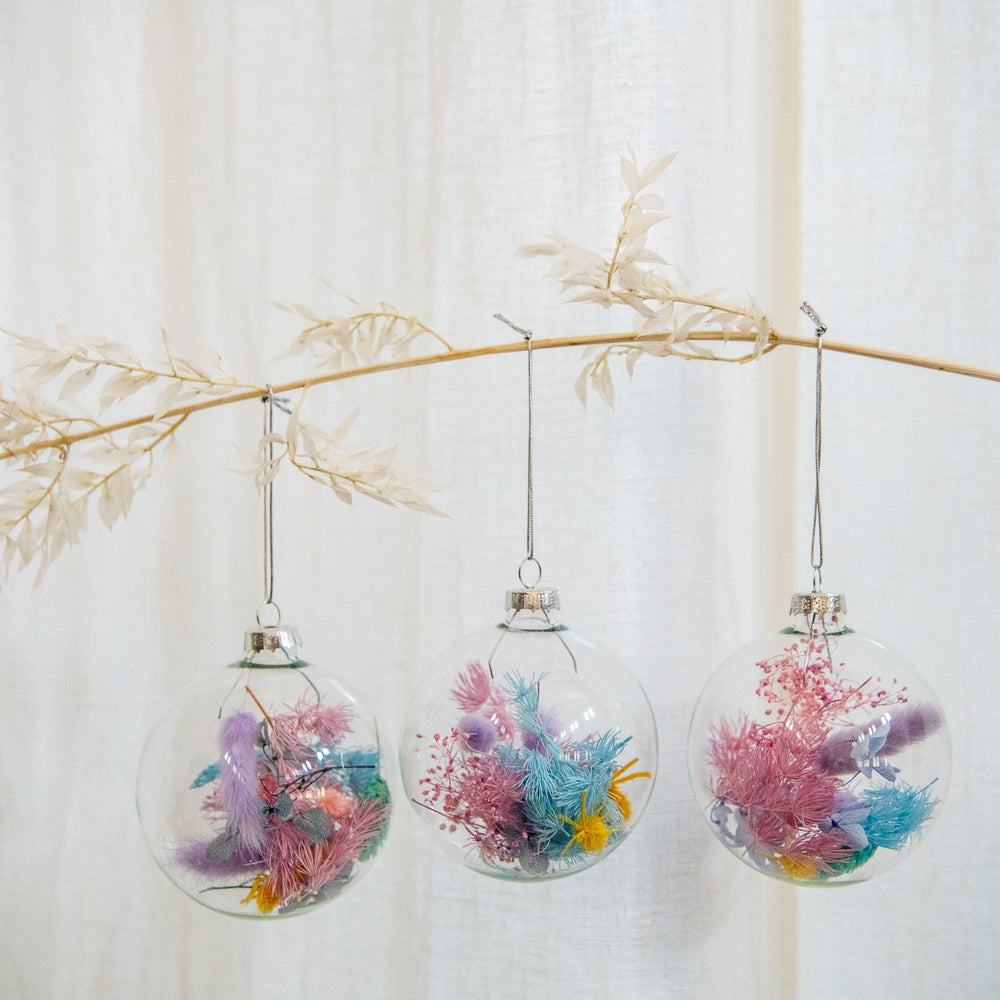 dried-flower-christmas-baubles