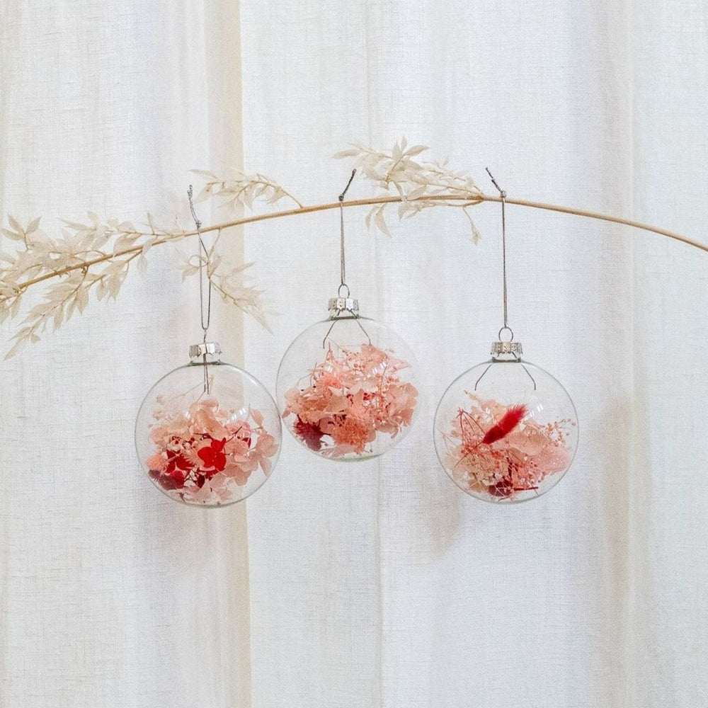 christmas-glass-baubles-dried-flowers