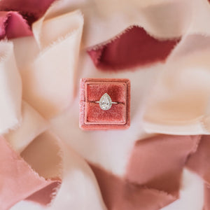 Load image into Gallery viewer, Classic Square Velvet Single Ring Box - Coral