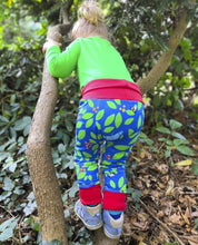 Load image into Gallery viewer, Merle kids berry bush leggings