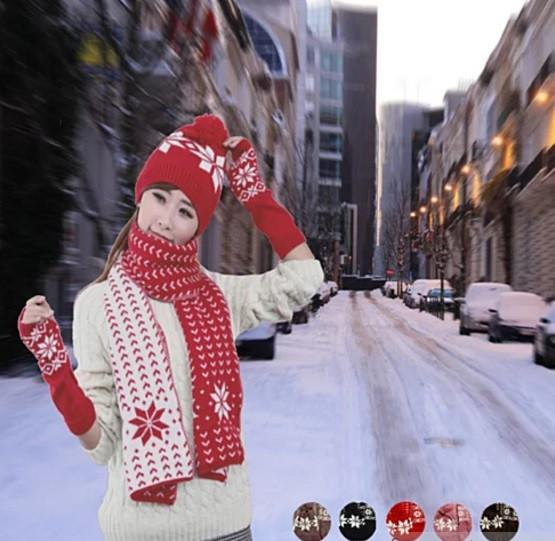 Snow Angel 3 pc XMas Set of Scarf, Hat And Gloves In 2 Tones - Color: Santa Red