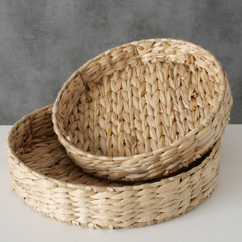 Set of two round straw trays