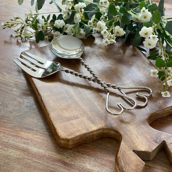 Heart salad servers with twisted detail