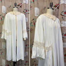 Load image into Gallery viewer, Vintage 1940s Robe • Rayon & Lace Peignoir Jacket • Small to Large