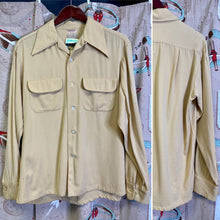 Load image into Gallery viewer, Vintage 1940s Shirt • Yellow Gabardine Button Up Shirt • Medium