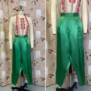 Vintage 1950s Capris • Emerald Green Silky Satin 3/4 Crop Lounge Pants • Small