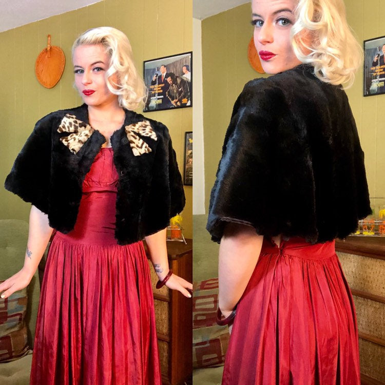 Vintage 1930s Capelette • Black Rabbit Fur & Bow Cape • One Size