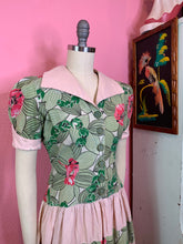 Load image into Gallery viewer, Vintage 1940s Dress • Hawaiian Tropical Print Day Dress • Small