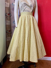 Load image into Gallery viewer, Vintage 1950s Skirt • Yellow & Metallic Gold Seersucker Full Circle Skirt • Extra Small