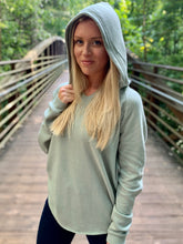 Load image into Gallery viewer, WOMEN'S LIGHTWEIGHT CALIFORNIA WAVE WASH HOODIE