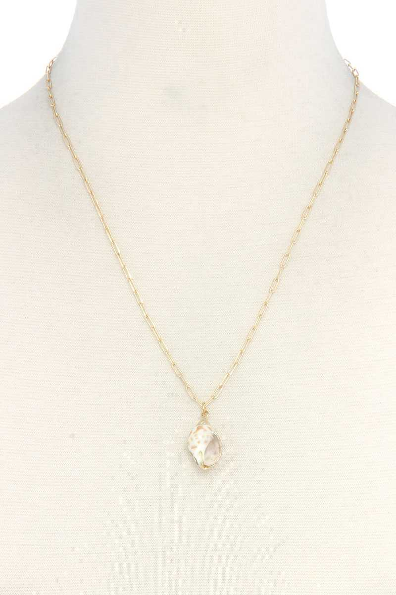 Shell Pendant Necklace - J NILLY