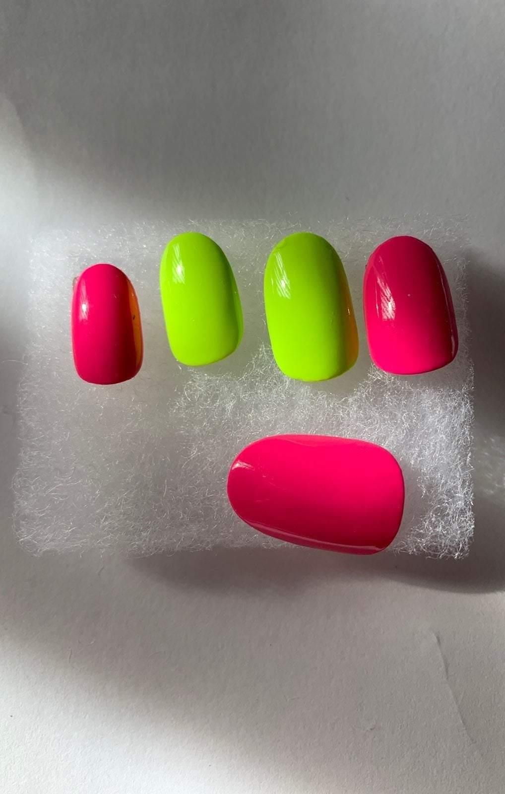 Neon tropic Pressed on active oval nails