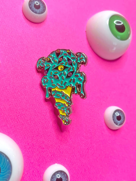 Lovecraft Cthulhu Cream enamel pin.