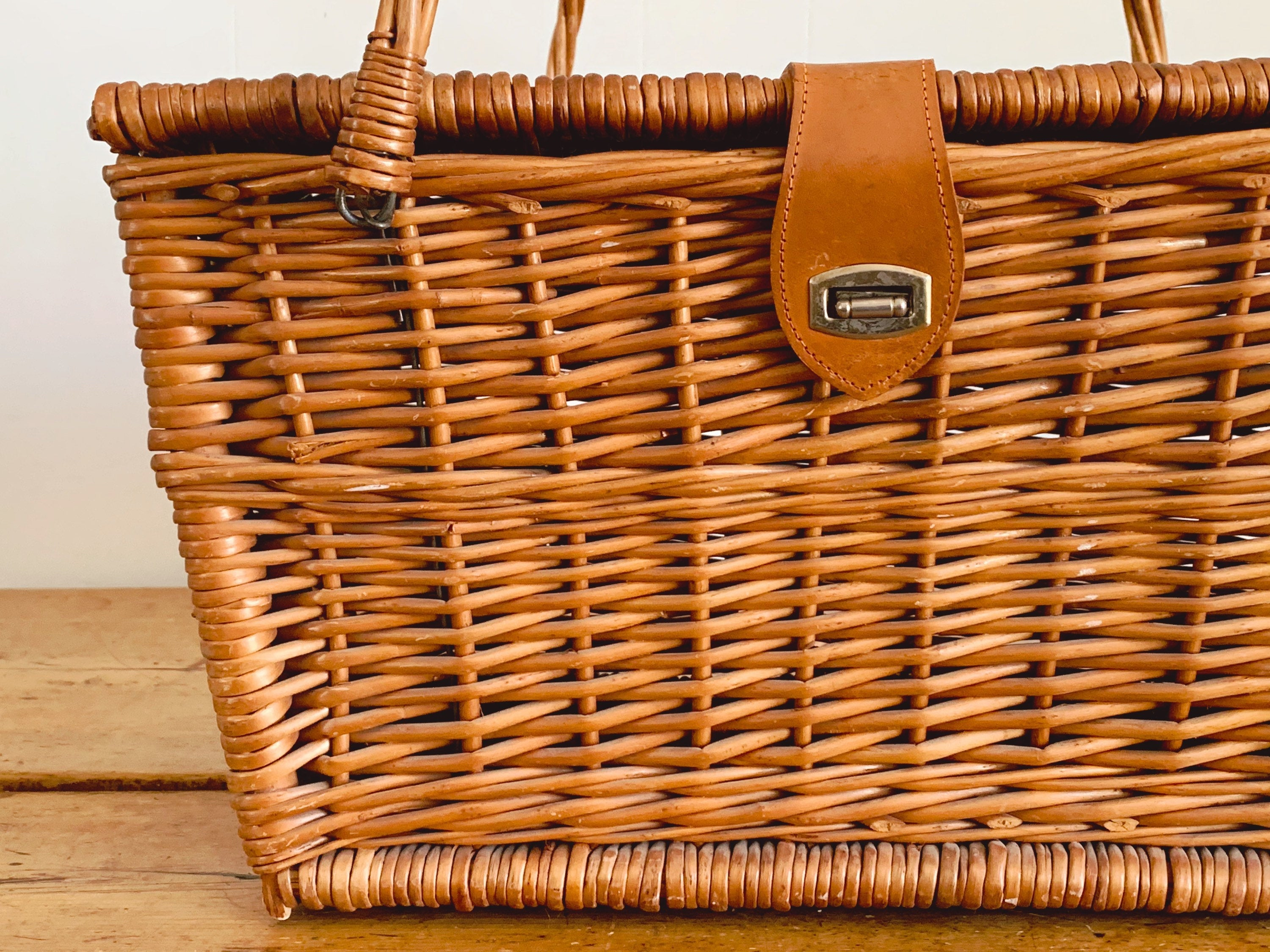 Large Vintage Woven Willow Picnic Basket | Wicker Basket Outdoor Dining | Gift for Her
