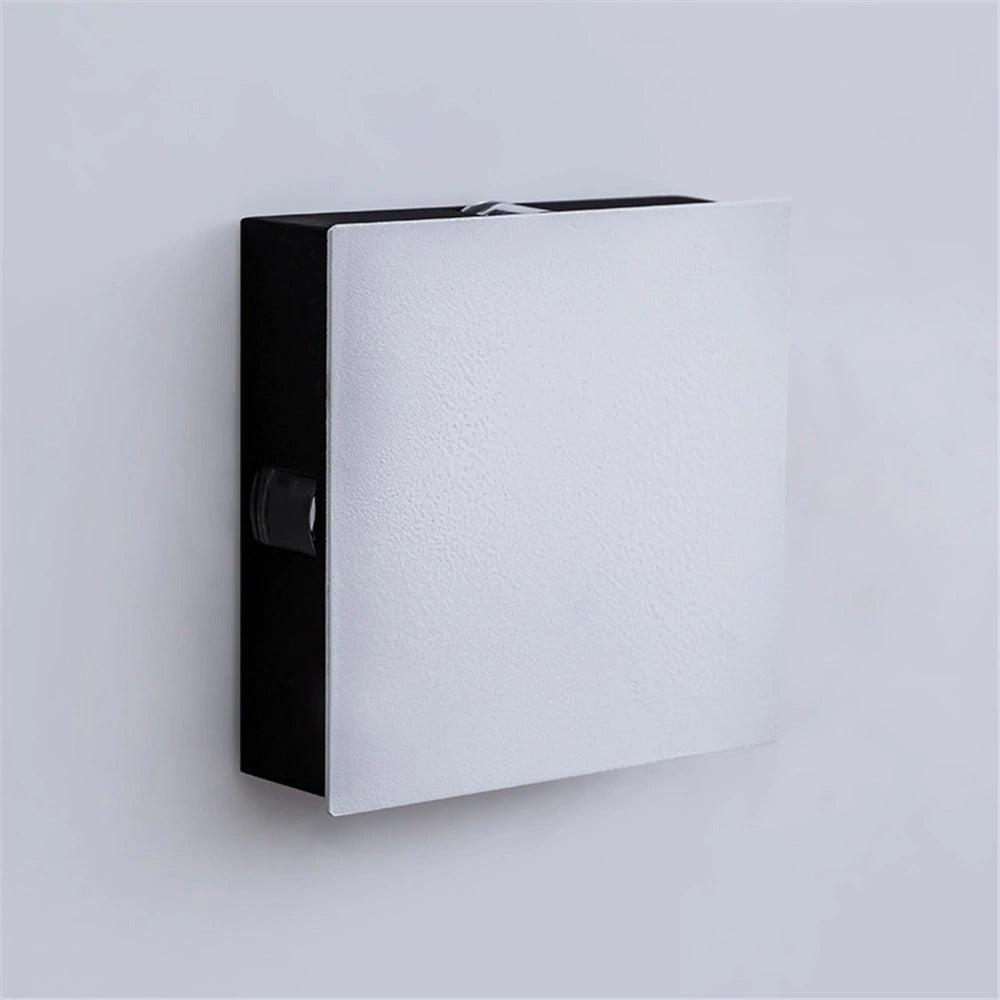 Outdoor_Wall_Light_square_model_turn_off