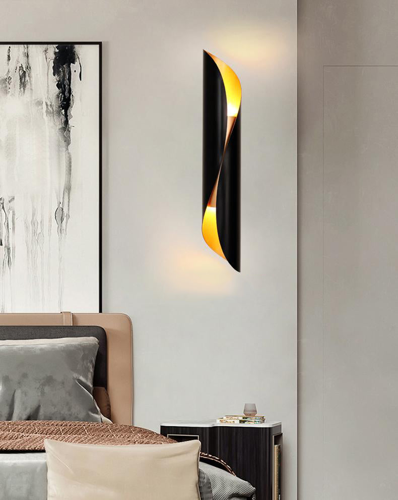 Sconce_For_The_Wall_black_model_bedroom_1