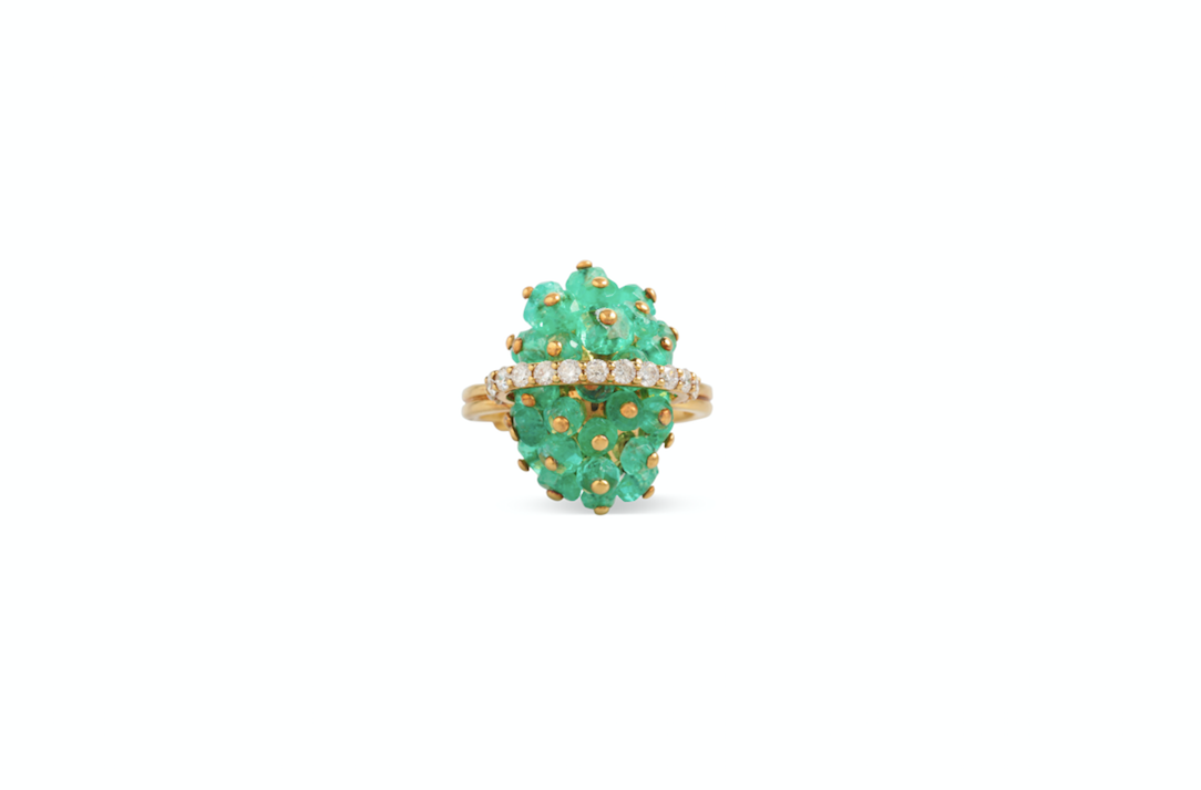 Emerald ring crafted with diamonds and 18k yellow gold