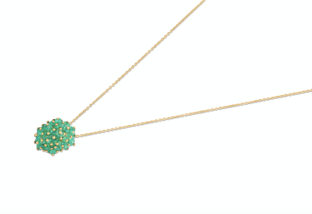 Emerald pendant, crafted with an 18k yellow gold chain