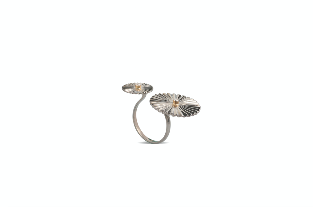 Mulino Windmill Open Ring crafted with fvvs 1 diamonds and 18k yellow gold and silver