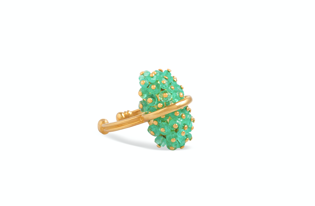 Emerald ring crafted with 18k yellow gold