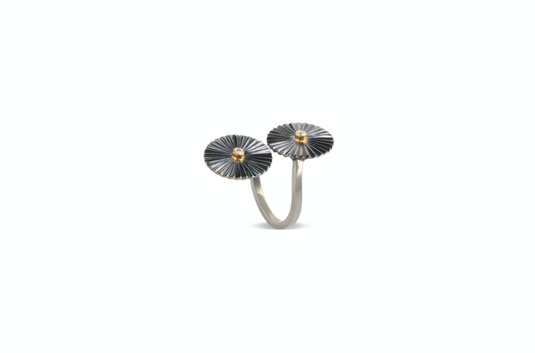 Mulino Windmill Twisted Open Ring crafted with fvvs 1 diamonds and 18k yellow gold and silver